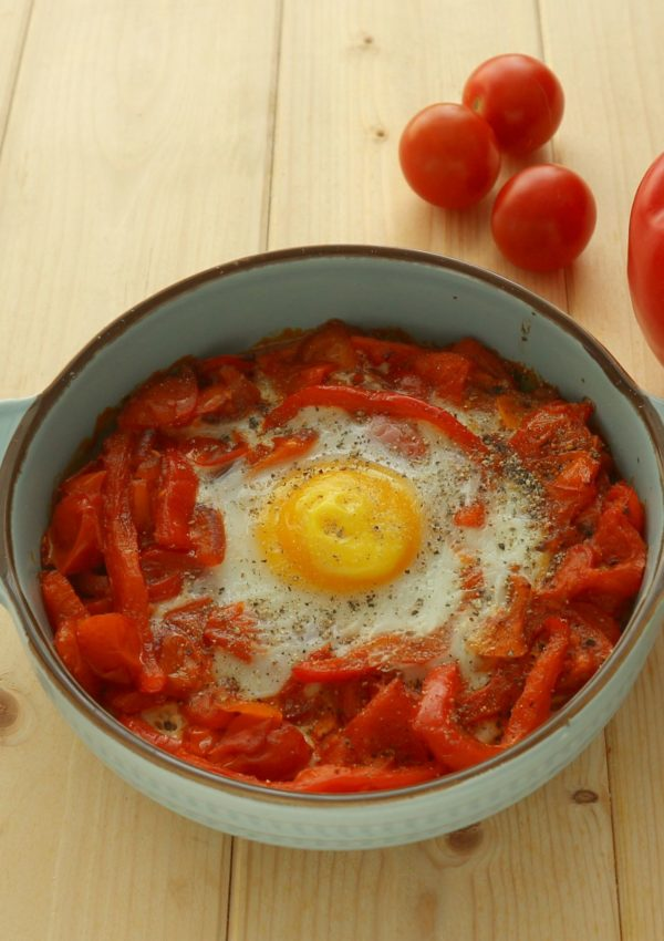 Spicy Baked egg with Tomatoes and Bell Pepper
